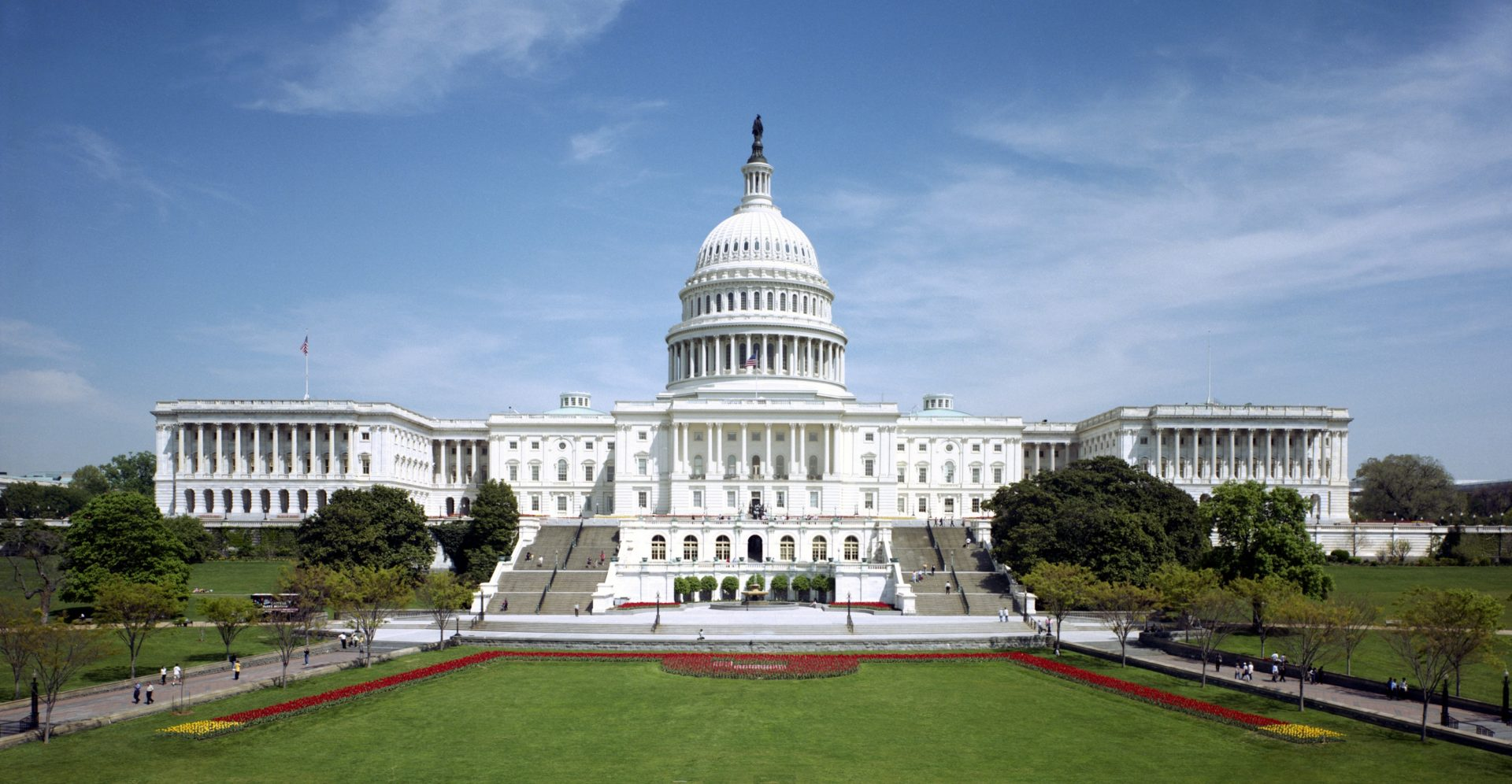 Photo of U.S. capitol building on a sunny day.