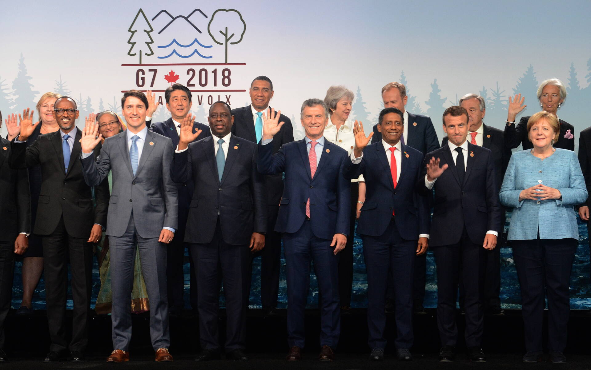 World leaders pose for group photo during 2018 g7 meeting.